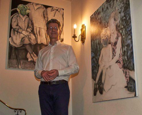 Frank Vermeylen auf der Treppe zu seinem Show Room